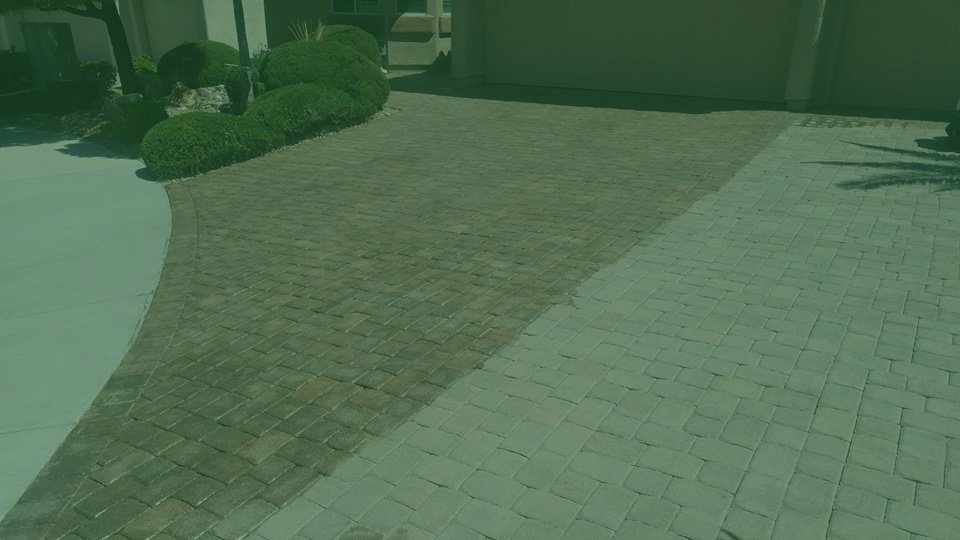 Driveway-with-wet-paver-sealing